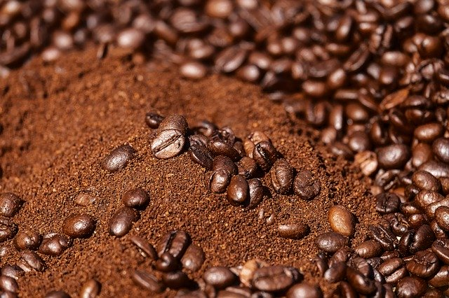 Jak si vyrobit vlastní tělový kávový peeling?