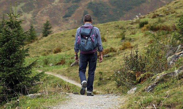 Cestovatel, hory, trampování